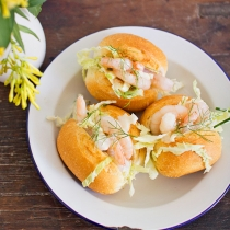 Simple Dinners 11 / Prawn Sliders with Lemon Fennel Slaw