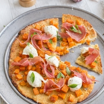 Simple Dinners 21 / Cauliflower Pizza with Roasted Pumpkin and Prosciutto