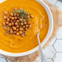 Simple Dinners 26 / Pumpkin and Carrot Soup with Roasted Chickpeas